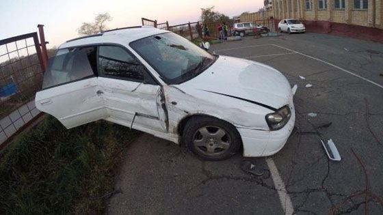 Кусок арматуры, пробив лобовое стекло, проткнул грудь мужчины, сидевшего рядом с водителем