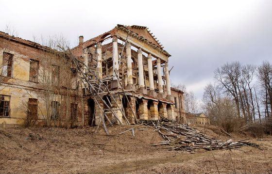 Сейчас бывшая резиденция Романовых находится в запустении