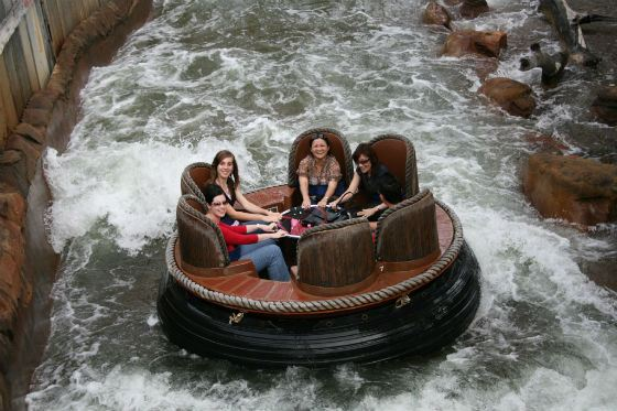 Четверо погибли на аттракционе Thunder River Rapids