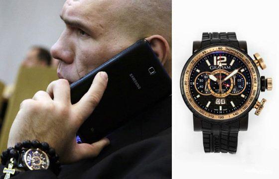 Николай Валуев носит достаточно крупные часы