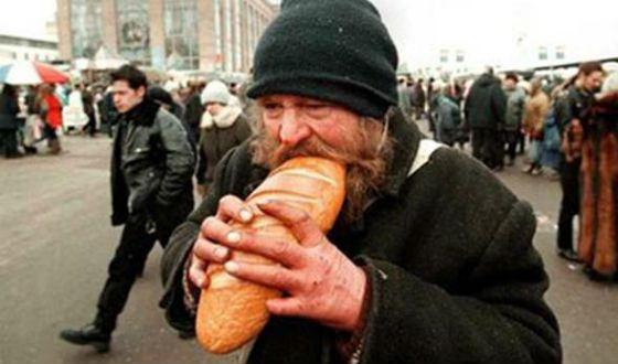 Кузбасский бомж похитил удворника деньги, купил продукты ивпал вкому