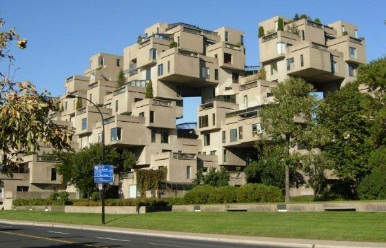 Дом похож на пирамиду из кубиков