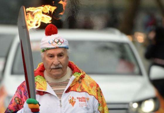 Владимир Зельдин - старейший участник эстафеты Олимпийского огня