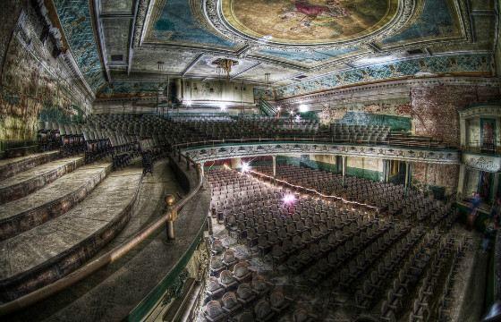Заброшенный театр расположен в штате Массачусетс