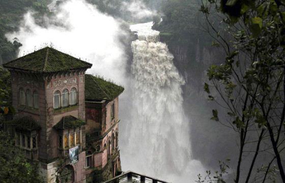 Водопад убил бизнес, после того, как в воды реки Боготу стали сливать нечистоты
