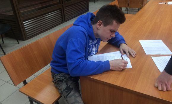 Суд приговорил москвича к году колонии за картинку с Тесаком и Пушкиным