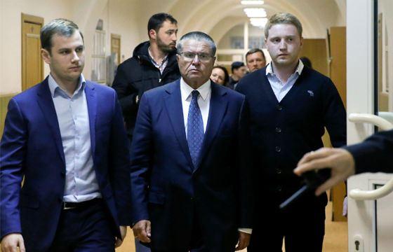 Защита Улюкаева просит выпустить экс-министра из-под домашнего ареста