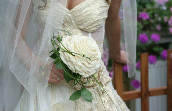 Из лепестков роз флористы создают розамелии