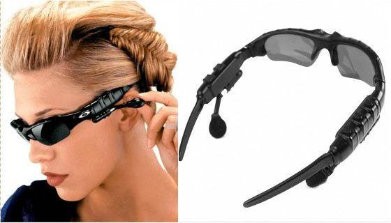 Очки-плеер снабжены наушниками