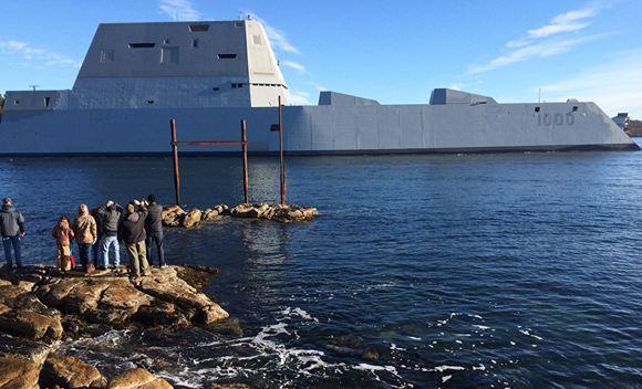 Эсминец USS Zumwalt сломался при переходе через Панамский канал