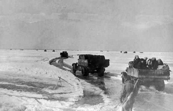 Дорога Жизни связала осажденный Ленинград  и  Большую землю