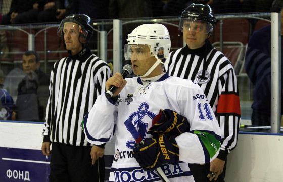 Рашид Нургалиев играет в хоккей и любит футбол