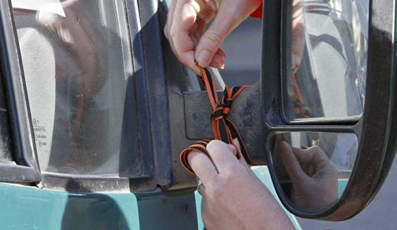 Власти запретили вешать георгиевские ленточки в общественном транспорте Бреста