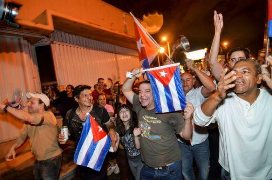 Кубинские эмигранты празднуют смерть Кастро