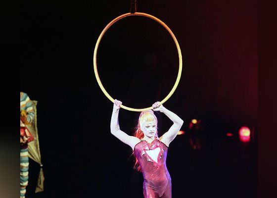 Актриса цирка дю Солей сорвалась с высоты во время исполнения трюка