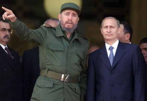 На фото: Фидель Кастро и Владимир Путин, 2000 год