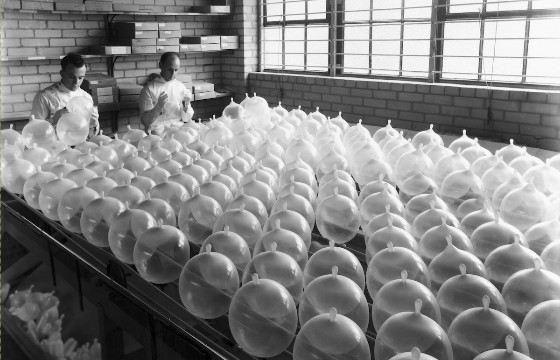 Condom testing, 1935