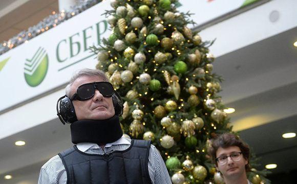 Глава Сбербанка протестировал костюм для симуляции инвалидности