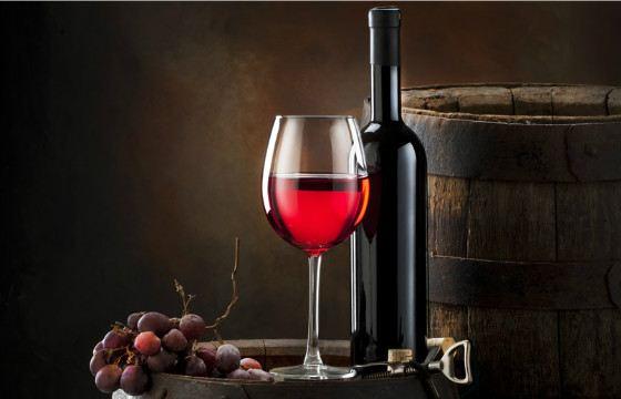 Красные вина получают свой цвет от кожицы, ее добавляют при брожении