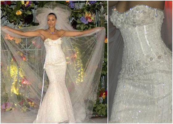 Одно из самых дорогих платьев расшито бриллиантами