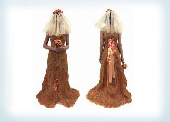 Свадебное платье из кожи запомнится всем