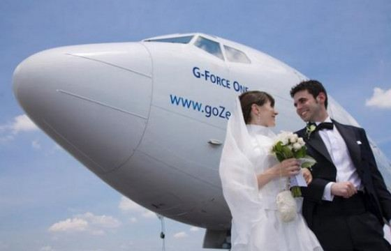 A wedding in the sky is a very romantic decision.