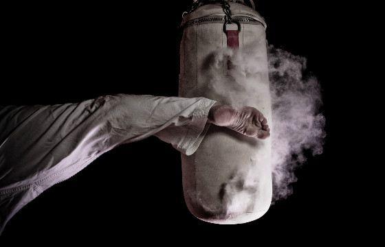 Сильнее всего бьют ногами в  борьбе муай-тай и боях без правил