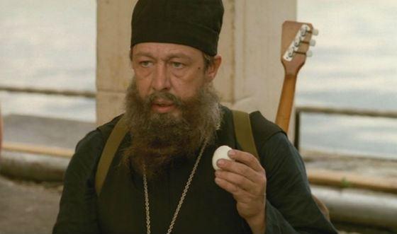 В комедии «День выборов» Михаил Ефремов сыграл лже-священника