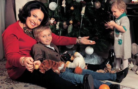 Babkina with grandchildren at the Christmas tree