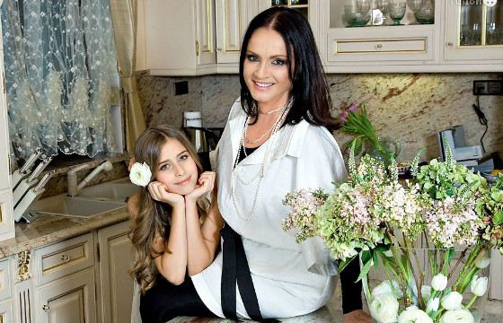 Singer with her granddaughter Sofia
