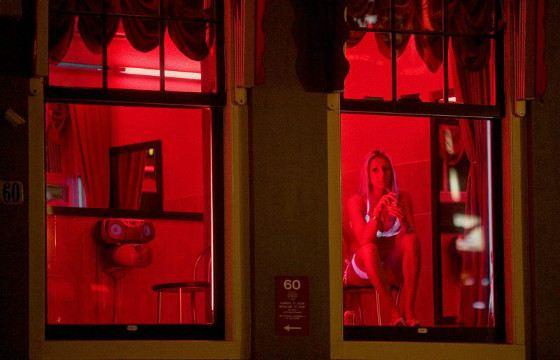 На улице красных фонарей в Амстердаме