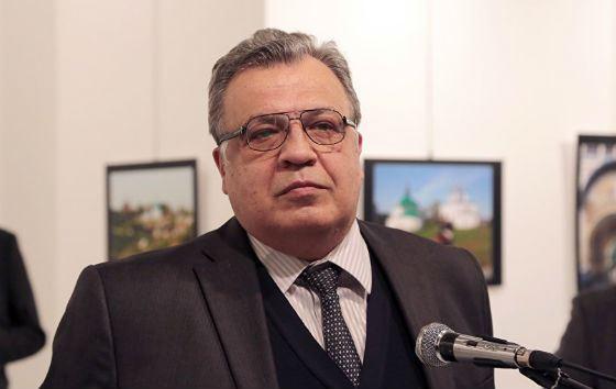 Российского посла застрелили во время выступления на открытии выставки в Анкаре