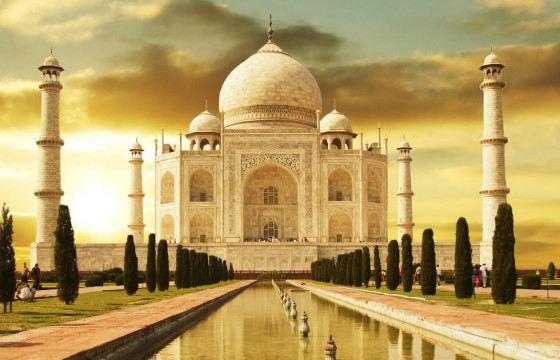 The Taj Mahal mosque mausoleum is located in Agra.