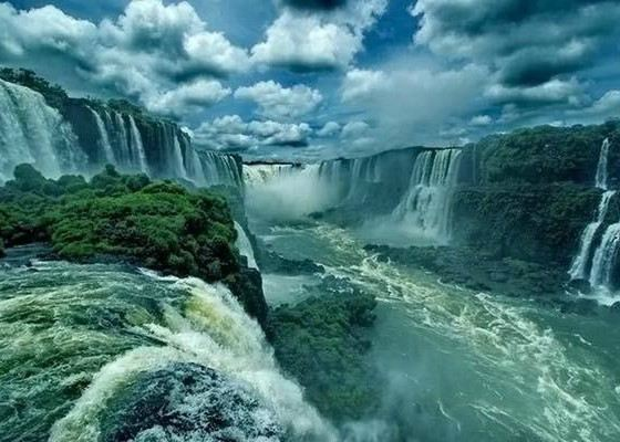The name Iguazu comes from the words of the language of the Guarani i -water, guasu - big