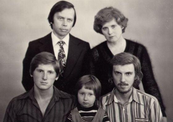 Семейное фото Никиты Джигурды (нижний ряд, слева)