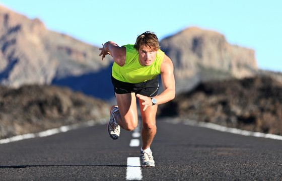 1 километр обычный человек пробегает за 7,5-8 минут