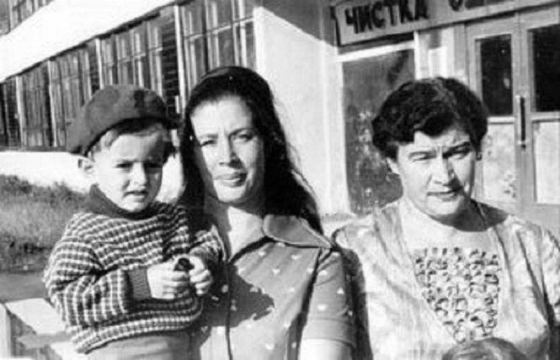 Юный Константин Хабенский с мамой