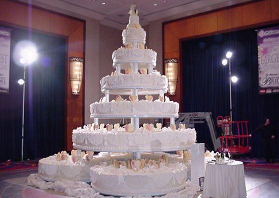 Гости так и не попробовали самый большой свадебный торт в истории