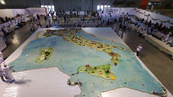 Торт в виде детальной карты Италии