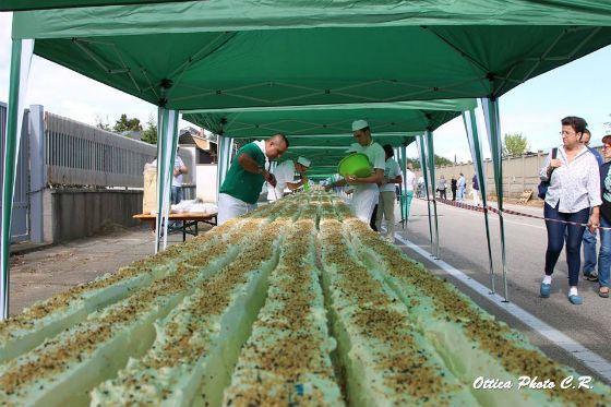 Самый длинный торт испекли в Италии