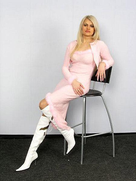 Ирина круг соблазняет ножками фото 241-844