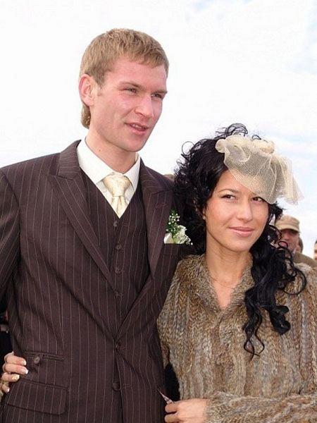Ему и он женат