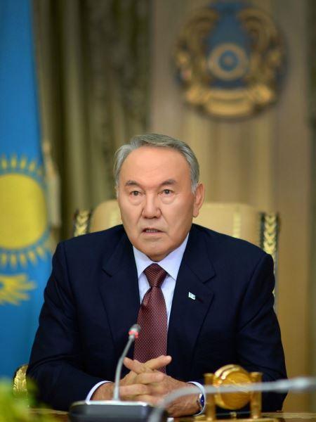 nursultan-nazarbaev-golaya-znamenitost