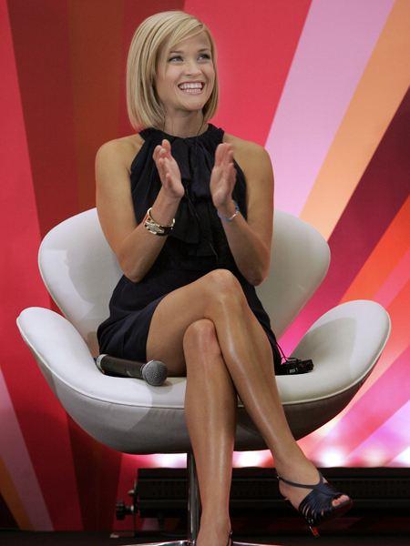http://www.uznayvse.ru/person/witherspoon/Reese-Witherspoon-Feet-118325.jpg